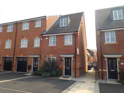3 Bedrooms End Of Terrace House for sale in Daneshill Lane, Cadishead, Manchester, Greater Manchester