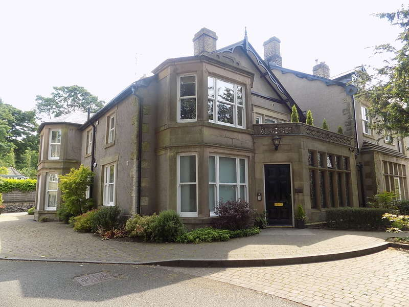 2 Bedrooms Flat for sale in Macclesfield Road, Buxton