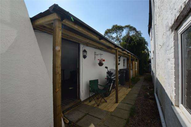 2 Bedrooms Bungalow for sale in Smiths Cottages, 150 High Street, Honiton, Devon