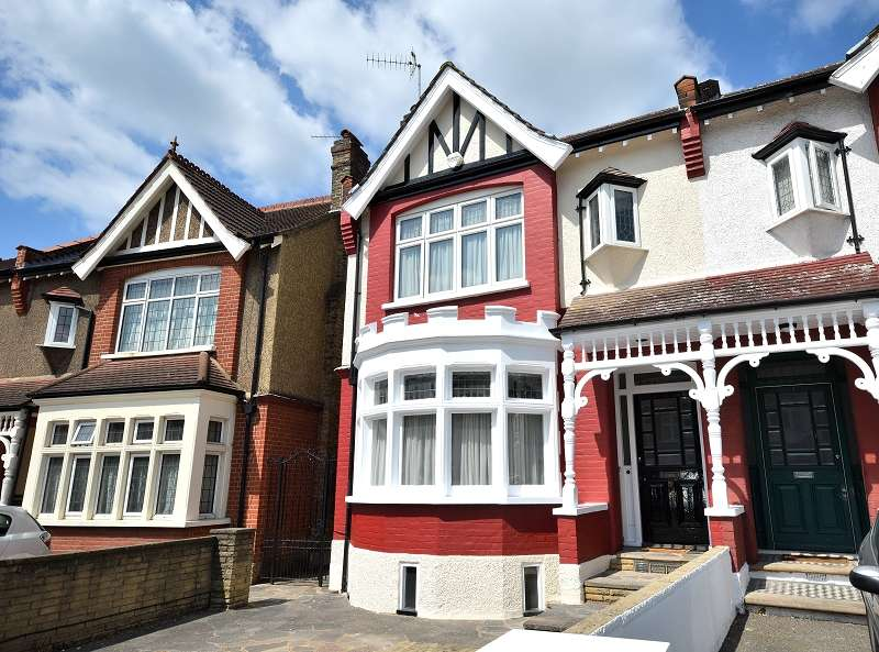 4 Bedrooms Semi Detached House for sale in Derwent Road, London, Greater London. N13