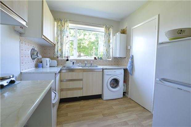 2 Bedrooms Flat for sale in St. Helens Court, TN34 2DW