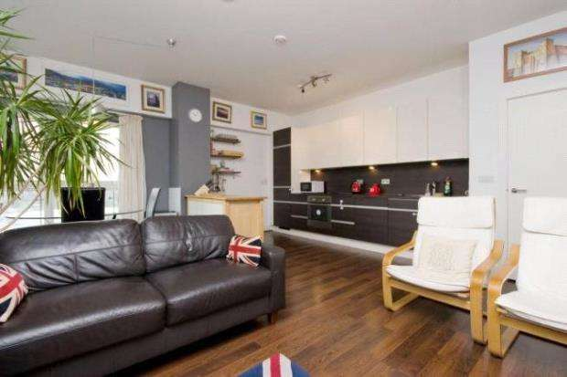 2 Bedrooms Apartment Flat for sale in Skyline Plaza, Basingstoke, Hampshire