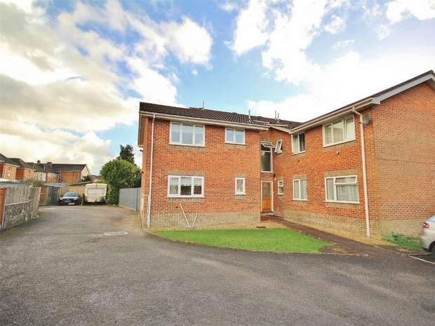2 Bedrooms Flat for sale in View Point Court, Sea View Road, Parkstone, POOLE, Dorset