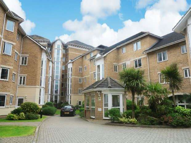 3 Bedrooms Flat for rent in Blakes Quay, Gas Works Road, Reading, RG1 3EN