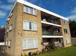 2 Bedrooms Flat for sale in Knoll Court, 31 Cheriton Gardens, Folkestone, Kent