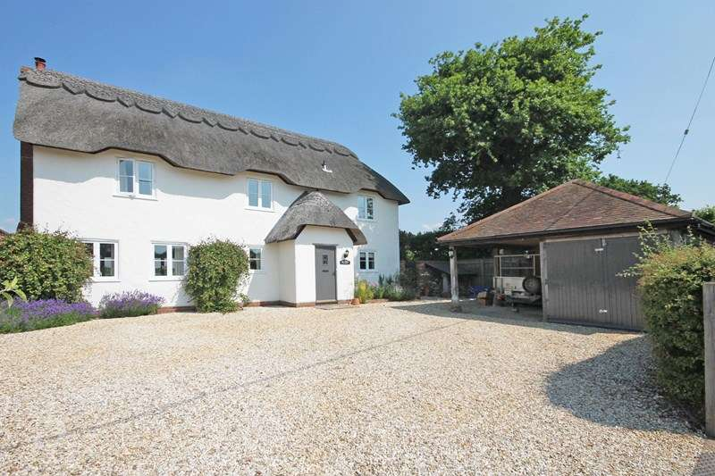 3 Bedrooms Detached House for sale in Lyndhurst Road, Bransgore, Christchurch