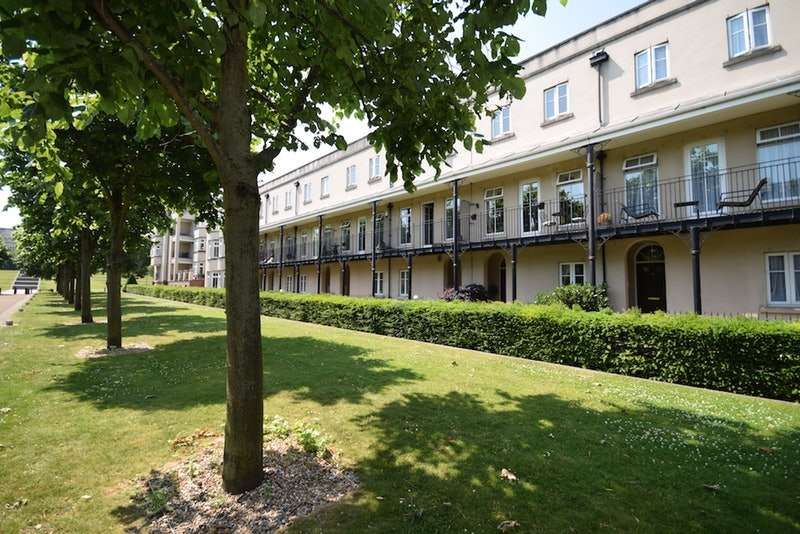 4 Bedrooms Terraced House for sale in The Boulevard, Greenhithe, Kent, DA9