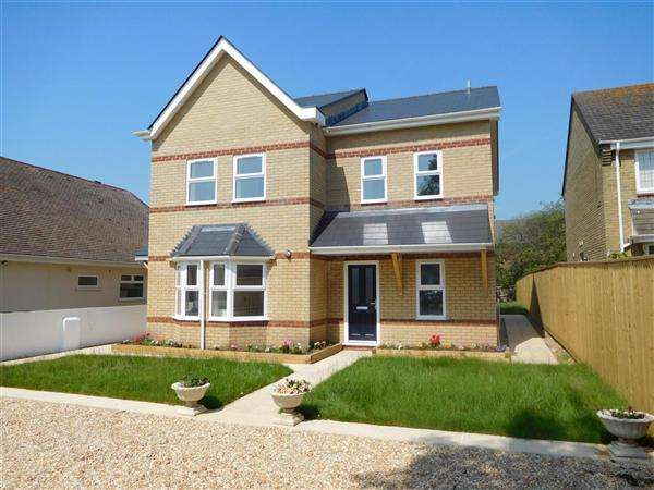3 Bedrooms Semi Detached House for sale in Lake Road, Poole