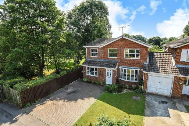 4 Bedrooms Link Detached House for sale in Ashton Road, WOKINGHAM, Berkshire