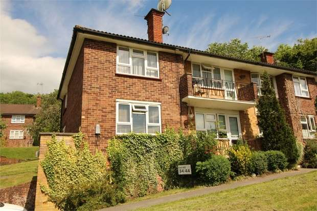 2 Bedrooms Maisonette Flat for sale in Croftleigh Avenue, Purley, Surrey