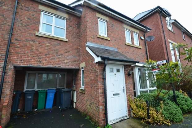 4 Bedrooms Terraced House for rent in Drayton Street Hulme, M15 5ll Manchester