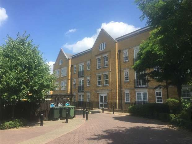 2 Bedrooms Flat for sale in Twickenham Road, Old Isleworth, Middlesex