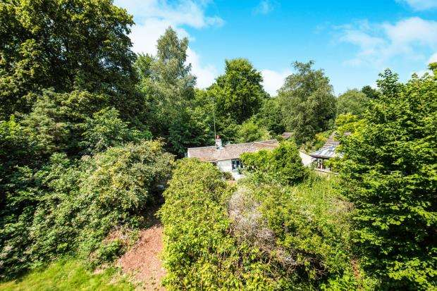 2 Bedrooms Bungalow for sale in St Johns, Woking, Surrey