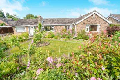 3 Bedrooms Bungalow for sale in Ullswater Close, North Hykeham, Lincoln, Lincolnshire