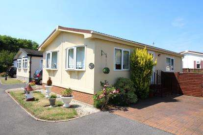 2 Bedrooms Mobile Home for sale in Milford Road, Everton, Lymington