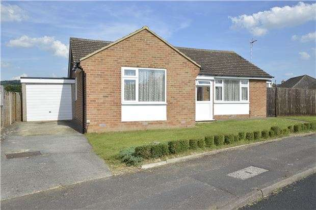 3 Bedrooms Detached Bungalow for sale in Moreton Close, Bishops Cleeve, GL52 8AW