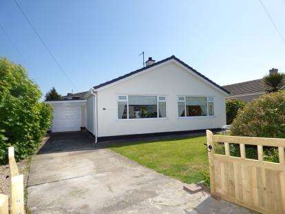 3 Bedrooms Bungalow for sale in Tyddyn Gyrfa Estate, Cemaes Bay, Sir Ynys Mon, LL67