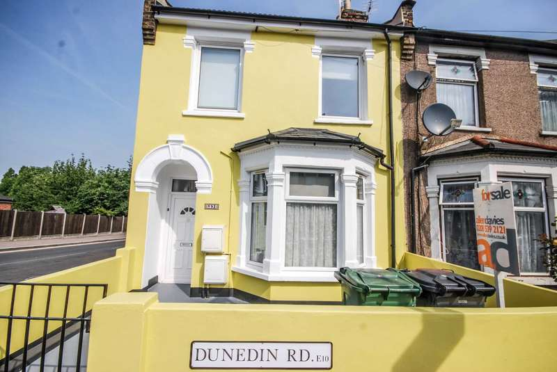 2 Bedrooms Flat for sale in Dunedin Road, Leyton, E10