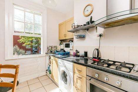 3 Bedrooms Flat for sale in Lorrimore Road, London SE17