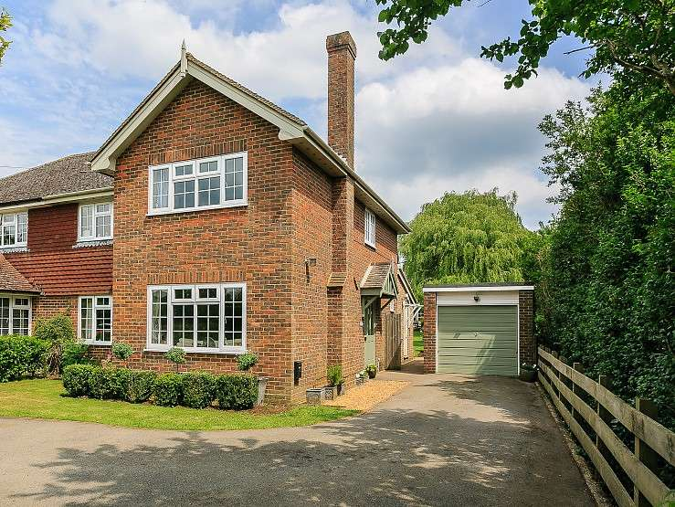 4 Bedrooms Semi Detached House for sale in Shackleford