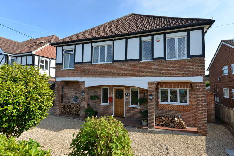 4 Bedrooms Detached House for sale in Beach Avenue, New Milton