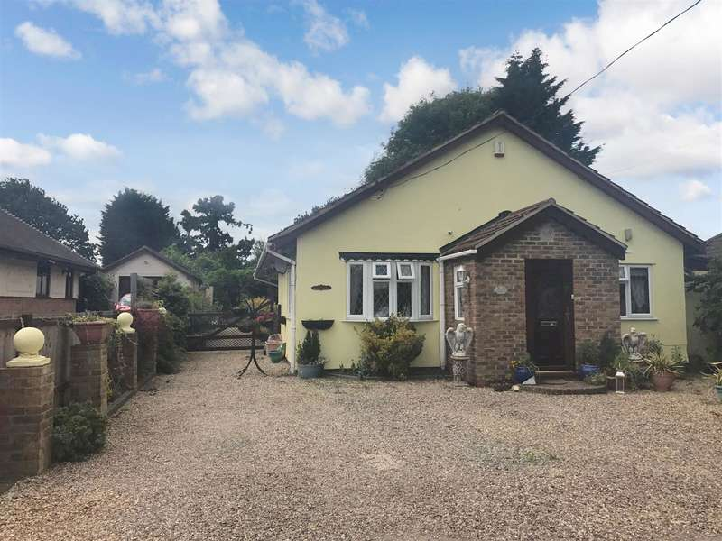 3 Bedrooms Detached Bungalow for sale in New House Avenue, Wickford, SS12