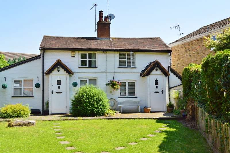 2 Bedrooms Semi Detached House for sale in booker common, high wycombe, Buckinghamshire, HP12