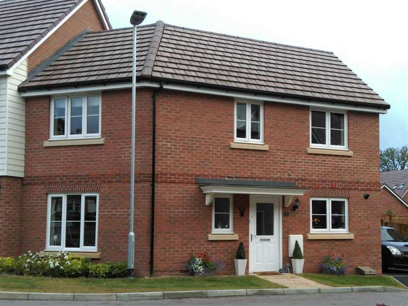 3 Bedrooms Semi Detached House for sale in Fieldfare Drive, Maidstone