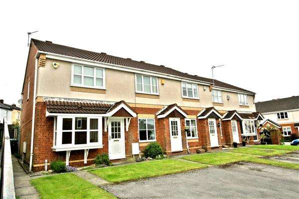 3 Bedrooms Semi Detached House for sale in Kings Close, Prestwich