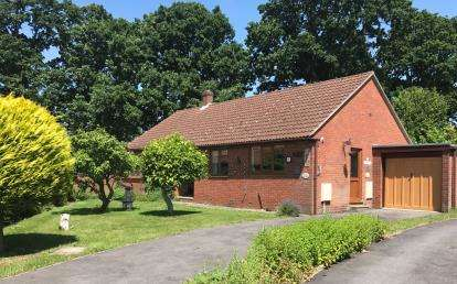 3 Bedrooms Bungalow for sale in Locks Heath, Southampton