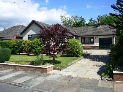 3 Bedrooms Bungalow for sale in South Meadway, High Lane, Stockport, Greater Manchester