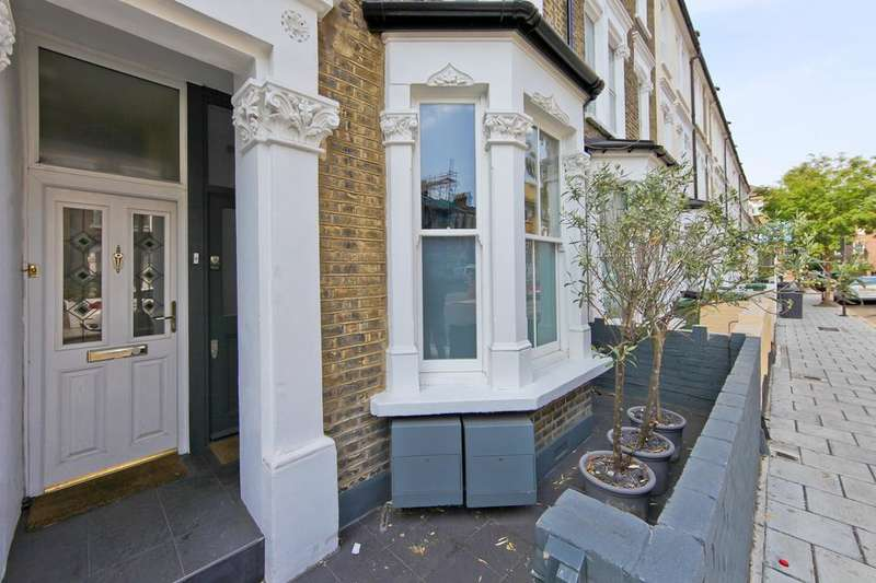 3 Bedrooms Flat for sale in Walberswick Street, London SW8