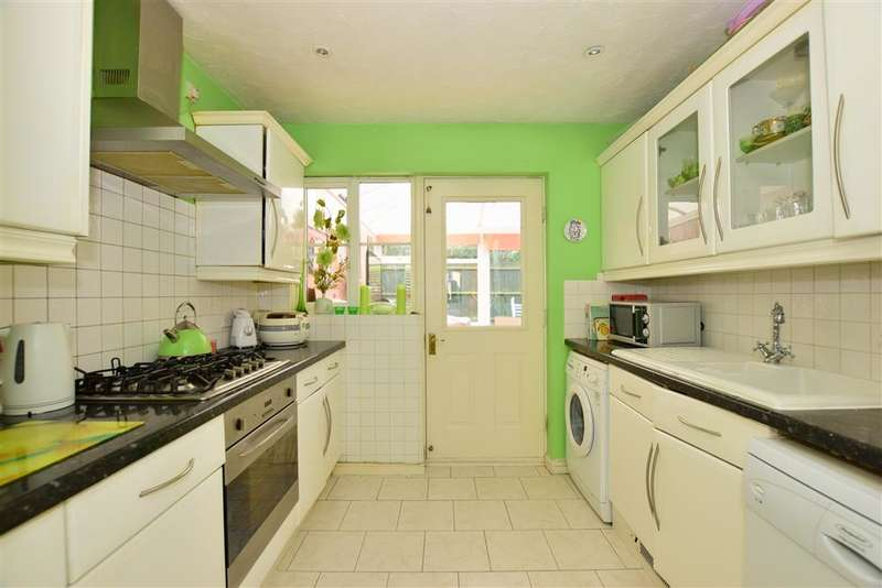 3 Bedrooms End Of Terrace House for sale in St. James Gardens, Little Heath, Essex