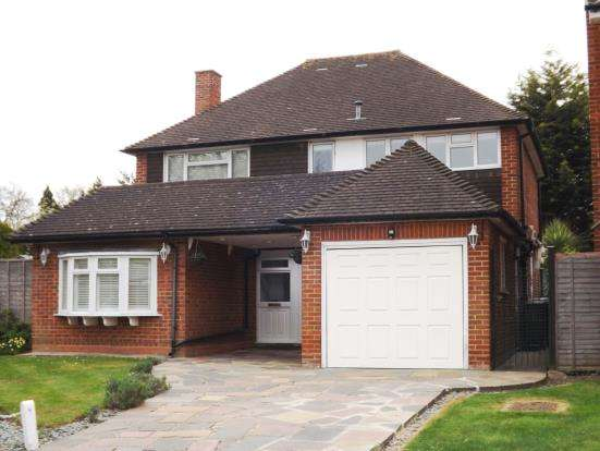 4 Bedrooms Detached House for sale in Worcester Park, Surrey