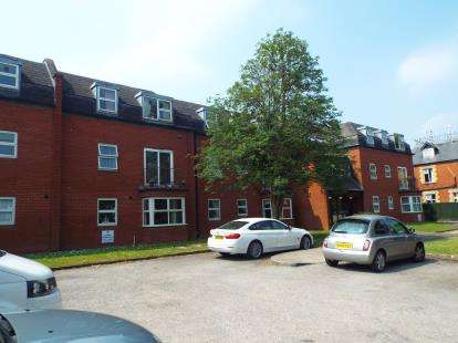 2 Bedrooms Flat for sale in James Donovan Court, Hewlett Road, Cheltenham