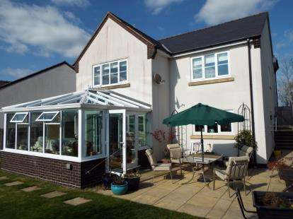 5 Bedrooms Detached House for sale in With Adjoining Paddock, Bryneglwys, Corwen, Denbighshire, LL21