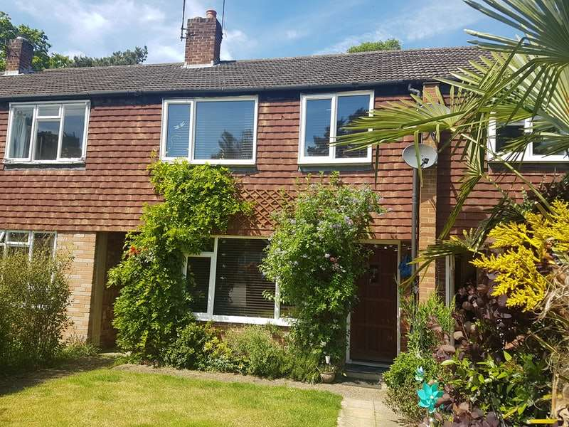 3 Bedrooms Terraced House for sale in Connaught Crescent, Woking, Surrey, GU24