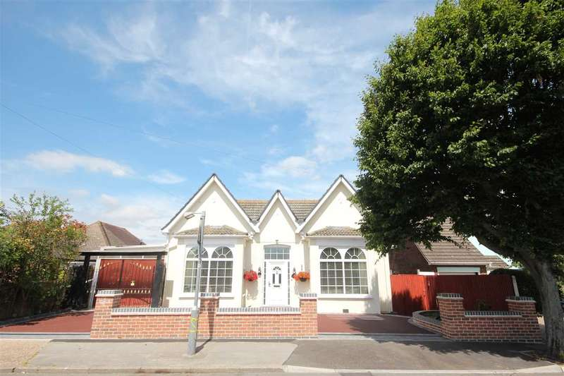 4 Bedrooms Bungalow for sale in Holland Road, Clacton-On-Sea