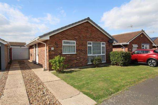 2 Bedrooms Bungalow for sale in Thirtle Close, Clacton on Sea