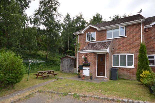 2 Bedrooms End Of Terrace House for sale in Arthur Close, Bagshot, Surrey