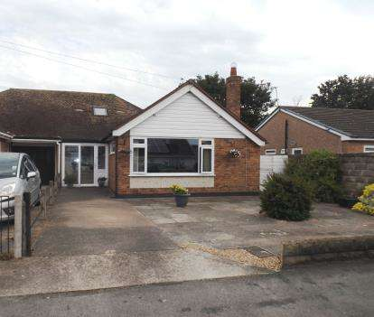 3 Bedrooms Bungalow for sale in Seabank Drive, Prestatyn, Denbighshire, LL19