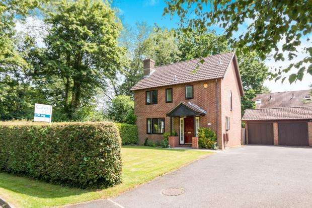 3 Bedrooms Detached House for sale in Bramley, Tadley, Hampshire