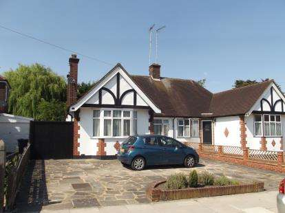 3 Bedrooms Bungalow for sale in Meadway, Barnet