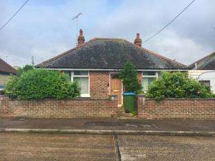 2 Bedrooms Bungalow for sale in Lansdowne Road, Wick, Littlehampton
