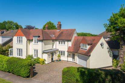 5 Bedrooms Detached House for sale in Worrin Road, Shenfield, Brentwood, Essex