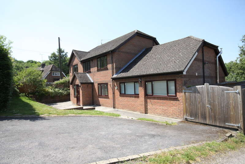 4 Bedrooms Detached House for rent in The Slade, Bucklebury