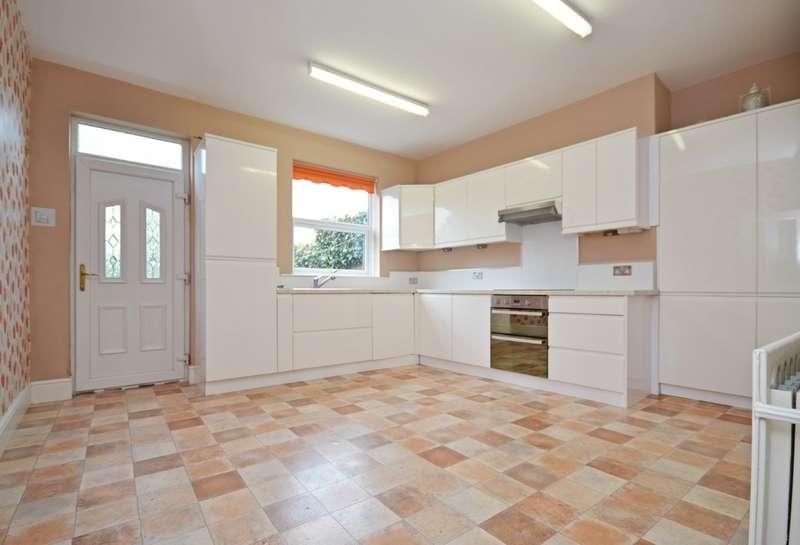 2 Bedrooms Terraced House for sale in Dewsbury Road, Wakefield