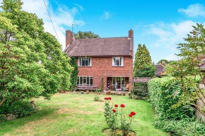 3 Bedrooms Detached House for sale in St. Johns Road, Rowley Park, Stafford, Staffordshire
