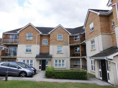 3 Bedrooms Flat for sale in Steeple View, Essex
