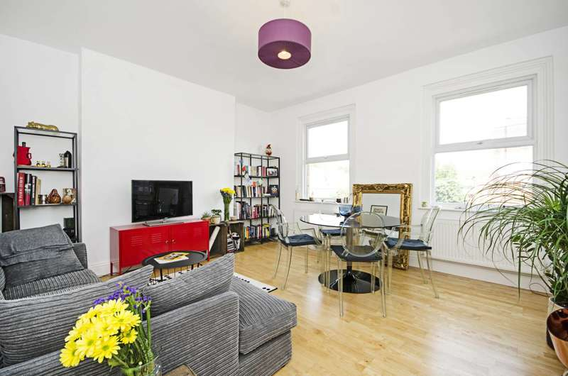 3 Bedrooms Flat for sale in Well Street, Victoria Park, E9